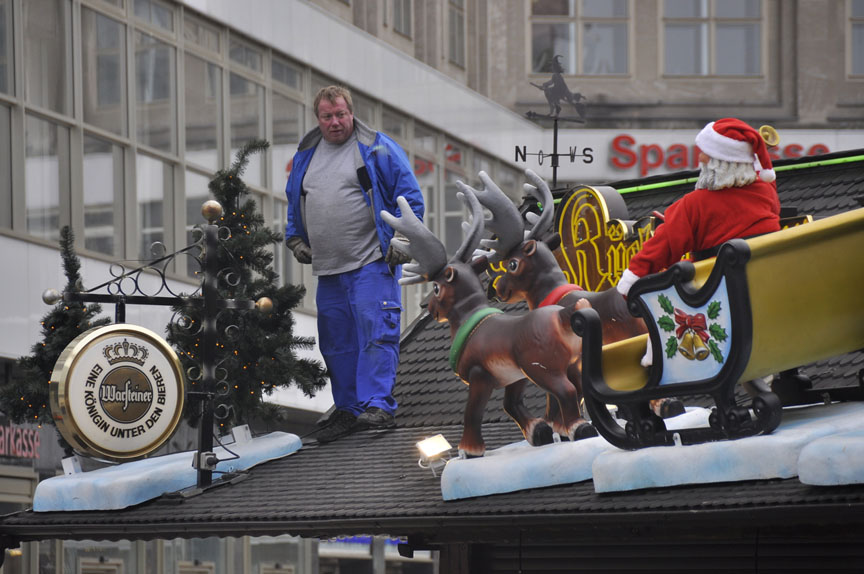 Setting up a Christmas market in Berlin