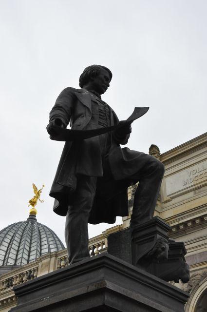 Dresden sculptures on buildings