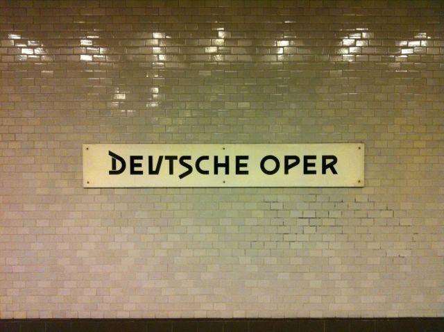 Deutsche Oper U-Bahn sign