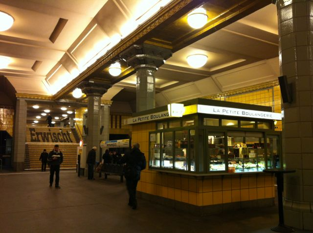 Food stand in Hermannplatz subway station, Berlin